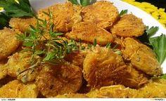 Pečené křupavé brambory se sýrem                                  Okrájené syrové brambory nakrájíme na cca 0,5 cm kolečka. Vejce rozmícháme s mlékem, česnekem a kořením.  Strouhanku smícháme se sýrem a... Russian Recipes, Okra, Tandoori Chicken, Vegetable Recipes, Potatoes, Meat, Vegetables, Ethnic Recipes, Food