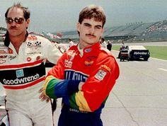 NASCAR drivers Dale Earnhardt, driving the GM Goodwrench Chevrolet, from Kannapolis, N.C., left, and Jeff Gordon