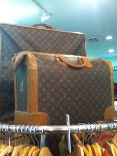 Louis Vuitton luggage #Louis #Vuitton #Luggage Lv Luggage, Louis Vuitton Luggage, Louis Vuitton Handbags, Louis Vuitton Damier, Purses, Cool Stuff, Fashion, Weird Things, Suitcases