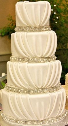 i fell in love with this cake from the start I wouldn't even eat it beautiful wedding cake