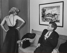 Marilyn Monroe e John Kennedy (You can find the original photo in this video:http://youtu.be/Bufl25FPEzY)