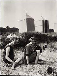 Virginia Woolf y Clive Bell en la playa de Studland en Dorset en 1909 cuñado