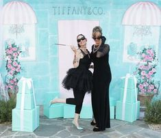 I am a MAJOR fan of photo booths at any type of party and this backdrop for a Breakfast at Tiffany theme party is AWESOME! - www.artisticbliss.typepad.com
