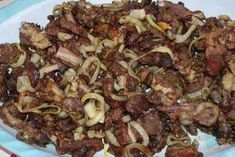 Ingrédients : 1 kg viande de mouton d'oignon 1 gousse d'ail poivre 2 c. Ingredients: 1 kg of mutton of onion 1 clove of garlic pepper 2 cube of broth a little oil vinaigrette 1 pepper must Cameroon Food, Ghana Food, Baked Chicken Recipes, Beef Recipes, Cooking Recipes, West African Food, Nigerian Food, Exotic Food, Caribbean Recipes