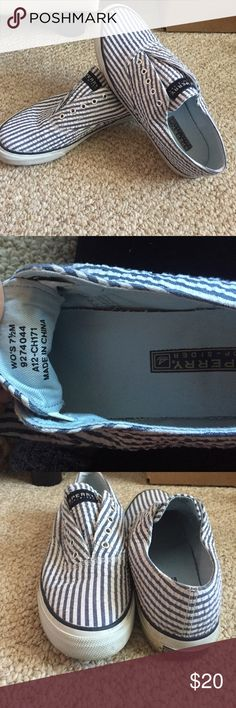 Women's Sperry Top Sider Shoes Women's. Size 7.5. No loose threads or stains. Navy and white stripes. Slide on, no laces Sperry Top-Sider Shoes Sneakers