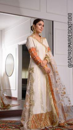 Stylish Dress Book, Stylish Dresses For Girls, Simple Dresses, Long Dresses, Formal Dresses, Pakistani Fashion Party Wear, Pakistani Outfits, Beautiful Pakistani Dresses, Shadi Dresses