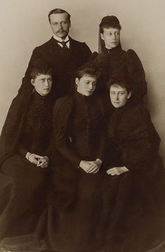 Grand Duke Ernest Louis, Princess Victoria of Battenberg, Princess Irene of Prussia, Princess Alix of Hesse and by Rhine and Grand Duchess Elizabeth Feodorovna in mourning clothes for their father, Grand Duke Louis IV. Queen Victoria Family, Princess Victoria, Milford Haven, Royal Photography, Royal King, Princess Alice, Alexandra Feodorovna, Tsar Nicholas Ii, Herzog