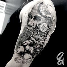 Gustavo Abreu, tatuagem blackwork e pontilhismo