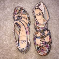 Söfft multicolor sandals Multicolored beautiful pair of sandals with golden zipper in the back, 1 to1.5 inches heels, leather lining, very comfortable, never have been worn, no box Sofft Shoes Sandals