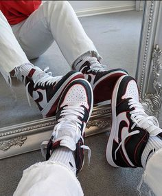 Behind The Scenes By lessiswore Zapatillas Nike Jordan, Tenis Nike Air, Nike Air Shoes, Nike Huarache, Nike Socks, Adidas Shoes, Sneaker Shop, Sneaker Trend, Moda Sneakers