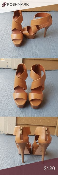 Pour La Victoire Leather platforms Sandals Gently used leather platforms with stiletto heel. Zip up closure. Very very good condition. Vero Cuoio Shoes Platforms