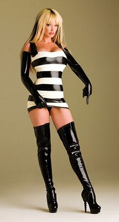 Girl wearing a Black and white latex outfit Sexy Latex, Latex Babe, Botas Sexy, Latex Fashion, Sexy Outfits, Mode Latex, Sexy Stiefel, Belle Silhouette, Lady