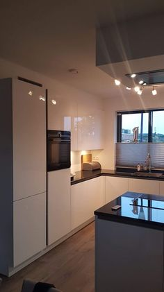 Luxury Kitchen Design, Kitchen Room Design, Kitchen Corner, Interior Design Kitchen, Home Kitchens, New Homes, Decoration, Home Decor, Black Countertops