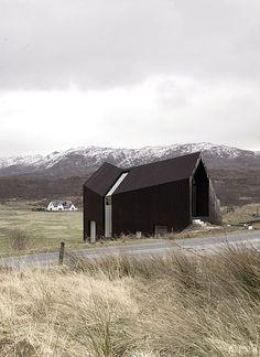 Knick mit Kalkül: Ausblick auf die Berge, als auch auf die Inseln. Durch die Mehrgeschossigkeit ist die maximale Tageslichtnutzung in der dritten Etage garantiert.