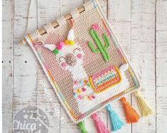Crochet patterns par Chicaoutlet sur Etsy Crochet Wall Art, Crochet Wall Hangings, Tapestry Crochet, Spanish Pattern, Patron Crochet, Baby Wall Decor, Rainbow Crochet, Baby Kind, Crochet Toys