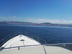Una escapada a un paraíso: las Islas Cíes!!!! Practicar deportes acuáticos, relajarse y saborear los platos típicos en medio de parajes insólitos y lejanos de la monotonía. Sube a bordo!!!! Infórmate en nuestras webs:   www.servinauta.com www.globalyachtingibiza.com  #Ssanxenxo #Yachting_ibiza #YourAdventureAwaits #AnyBoatAnywhereForADay #springvacation #paradiseisland #sunnydays #diving #snorkeling #springbreak