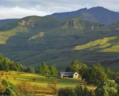 Elands Rust is a tastefully decorated stone cottage set high in the Southern Drakensberg mountains. Hiding Places, South Africa, Golf Courses, Places To Visit, Mountains, Rust, Travel, Life, Space