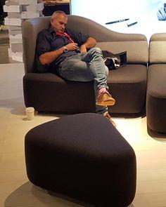 33 個讚,2 則留言 - Instagram 上的 BoConcept Vancouver(@boconceptvan):「 Our new Ottawa sofa is soooo comfortable 😴😁 It can be exhausting to be at @idsvancouver! We are… 」