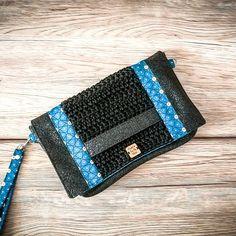 Crochet In Love By Marta 🌺 sur Instagram: ~ Modèle Cachotin ~ . Un très joli Cachotin personnalisé avec un simili glitter noir et un tissu bleu pétrole 🤩 . Pour se faire plaisir ou…