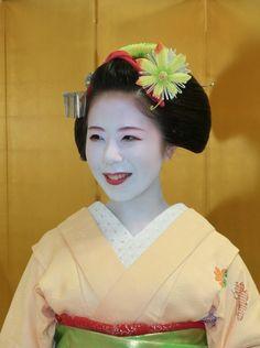 Maiko Ryouka's november kanzashi (2014)