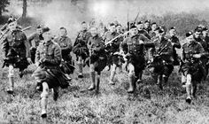 Soldiers from the London Scottish Regiment charge with fixed bayonets in 1914