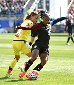 Crystal Dunn and Isabell Echeverri of Colombia, April 10, 2016. (Eric Hartline/USA Today Sports)