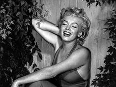 marilyn monroe black and white photo