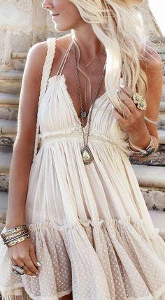 Robe fluide longue robe blanche de soirée comment porter une robe bohème été tenue femme pour aller a la plage