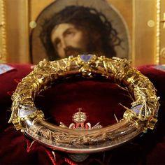 Diadema fu di gloria, seppur tormento atroce e splendi ancor nei secoli dal trono della croce.