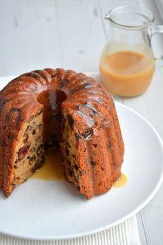 Bij kerst hoort een tulband cake, een lekkere gevulde christmas caramel cake met pecannoten, chocola en met een zachte caramelsaus.