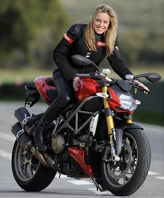 #Ducati streetfighter bike. If this were all black... get me to it!