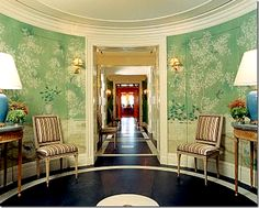 I like the ginger jar lamps In the circular foyer of designer Tory Burch's Manhattan apartment, Gracie wallpaper and ginger jar lamps set a traditional tone, while the painted floor echoes the designer's more playful side. Gracie Wallpaper, Et Wallpaper, Chinoiserie Wallpaper, Chinoiserie Chic, Painted Wallpaper, Wallpaper Ideas, Green Wallpaper, Caitlin Wilson Design, Villa