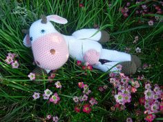 Ravelry: The Spotless Cow pattern by Sabine Ingrao Crochet Cow, Crochet Patterns Amigurumi, Amigurumi Doll, Free Crochet, Crochet Animals, Cow Pattern, Free Pattern, Learn To Crochet, Crochet For Kids