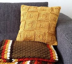 Knit cushion patternBeginners knitting paternmustard Knitted Cushion Pattern, Knitted Cushion Covers, Knitted Cushions, Knitted Blankets, Easy Knitting, Knitting For Beginners, Knitting Stitches, Knitting Patterns, Crochet Patterns