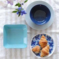 本日は食卓編。当店で取り扱う、青い食器たちを集めました。見ているだけでスーッと爽やかな風が流れてきそうな気持ちのよい食器たち。夏ならではの料理にぴったりなアイテムも登場しますよ。青の世界へようこそ。い