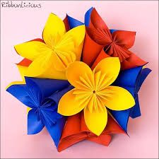Kusudama ball in primary colors Origami Shapes, Geometric Origami, Three Primary Colors, Secondary Color, Blue Yellow, Red And Blue, Colour Paper Flowers, Origami Ball, Kids Art Class