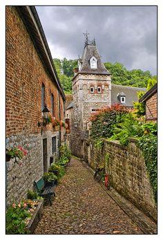Sur de Bélgica / Medieval street - Durbuy, Luxembourg, Wallonia.