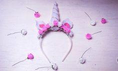 10 Easy DIY unicorn headband ideas using various materials Diy Unicorn Headband, Unicorn Pinata, Unicorn Cupcakes, Paper Crafts For Kids, Baby Crafts, Baby Mobile Felt, Baby Nursery Diy, Unicorn Birthday Parties, Carnivals