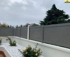 Largeur 24000mm x Hauteur 1000mm Couleur Gris Satiné  Tôle Aluminium avec motifs perforés. Sa multitude de coloris et de motifs vous permettent de personnaliser votre clôture.
