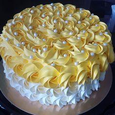 Mujhe nai baat karni hai yaar appse sorry koi apno sa Itna gussa hota ha pyarr Cake Decorating Designs, Cake Decorating Piping, Creative Cake Decorating, Cake Decorating Techniques, Creative Cakes, Cookie Decorating, Mango Cake, Rosette Cake, Buttercream Cake