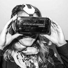 An awesome Virtual Reality pic! Met de virtual reality bril kun je je toekomstige nieuwbouwhuis zien en écht beleven. Wij zijn enthousiast! #Klantbeleving #BIM #Bouwen #Innovatie #Toekomst #Nieuwbouw #VirtualReality #3D by duravermeer check us out: http://bit.ly/1KyLetq