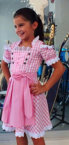 Sweet #dirndl dress in white and pink ---- #Maedchendirndl in rosa/weiss