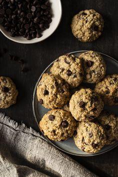 Biscuits au sarrasin et au chocolat - K pour Katrine Gluten Free Cookies, Gluten Free Recipes, Biscuits Aux Raisins, Homemade Breakfast, Raisin Cookies, Baked Goods, Cookie Recipes, Muffins, Oatmeal
