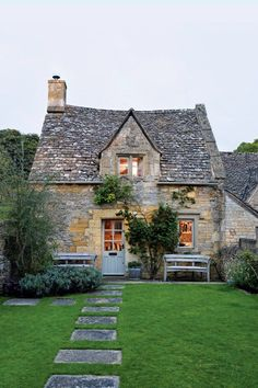 Discover amazing real homes on HOUSE – design, food & travel by House & Garden. … Discover amazing real homes on HOUSE – design, food & travel by House & Garden. Escape to this eighteenth-century cottage in the Cotswolds. French Cottage, Cozy Cottage, Cottage Living, Cottage Homes, Cottage Style, Romantic Cottage, Country Living, Country Style, Cottage Design