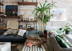 46 Amazing Wall Plants Decor For Cozy Living Room Cozy Living Rooms, Home And Living, Living Room Decor, Living Spaces, New York Loft, Ny Loft, Location Saisonnière, Muebles Living, Living Room Designs