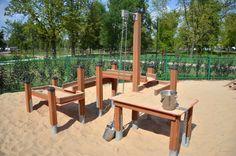 Plac zabaw w parku Stary Ogród. Tu powstały dwa place zabaw obok siebie. Dla młodszych i starszych dzieci.
