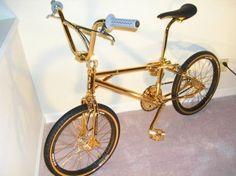 silkside: i want a bmx bike so badly. i picture myself riding it everywhere during summer. Gold Bmx Bike, Bmx Bicycle, Golden Bike, Electric Bikes For Sale, Bmx Bikes For Sale, Vintage Bmx Bikes, Bmx Cruiser, Bmx Freestyle, Bike Design