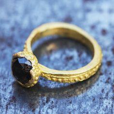 Bague diamant brun opaque par Esther Assouline pour l'Atelier des Bijoux Créateurs.