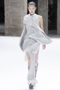 Rick Owens Spring 2017 Ready-to-Wear Fashion Show - Yudu Zeng