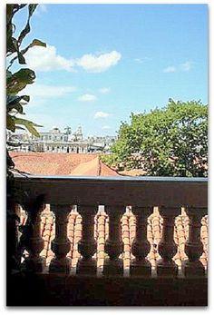 Vistas de La Habana vieja desde el balcón de la casa. Cuba, Colonial, Pergola, Outdoor Structures, Balconies, Windows, Ensuite Bathrooms, Double Bedroom, Havana
